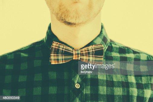 Moda vintage joven caballero y su corbata : Foto de stock