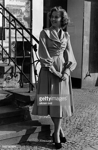 woollen dress with round collar and pearl buttons model Horn 1949 Photographer Charlotte Rohrbach Published by 'Wir Hausfrauen' 05/1949 Vintage...