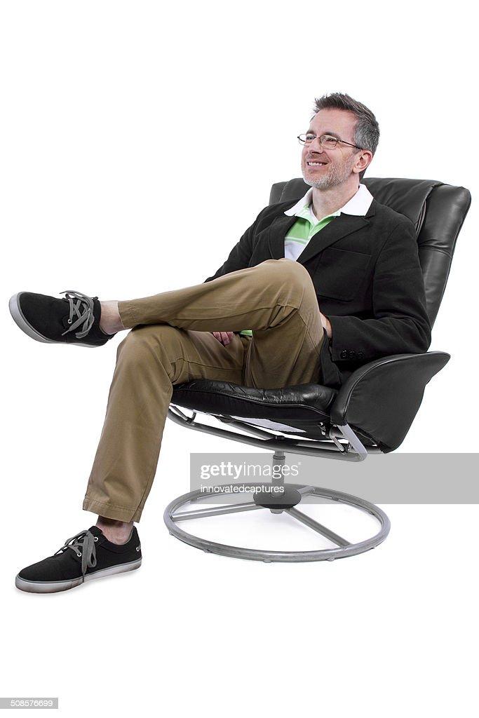 Elegante mittleren Alter Mann mit Schuhe ohne Socken : Stock-Foto
