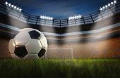 Fassball im Stadion mit Flutlichter.