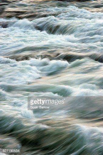 Fast flowing river : Stock-Foto