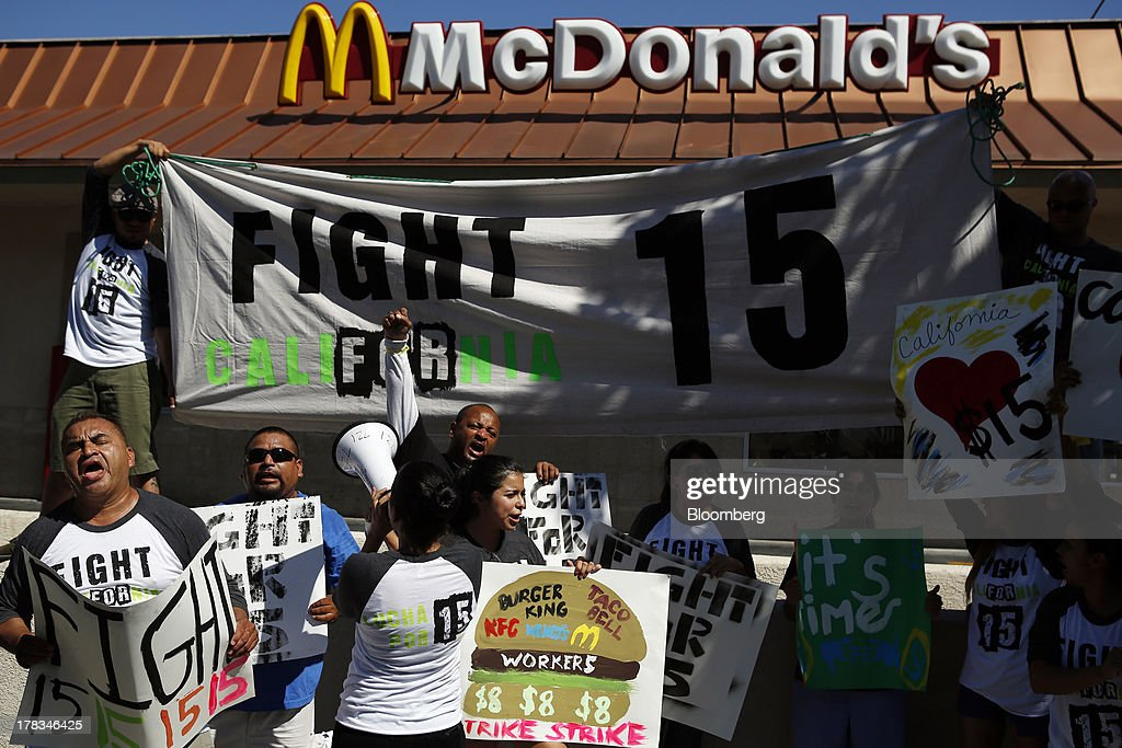 Fast-food workers and supporters organized by the Service Employees International Union (SEIU) protest outside of a McDonald's Corp. restaurant in Los Angeles, California, U.S., on Thursday, Aug. 29, 2013. Fast-food workers in 50 U.S. cities plan to walk off the job today, ratcheting up pressure on the industry to raise wages and demanding the right to wages of $15 an hour, more than double the federal minimum of $7.25. Photographer: Patrick T. Fallon/Bloomberg via Getty Images
