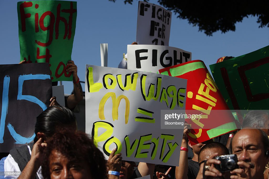 Fast-food workers and supporters organized by the Service Employees International Union (SEIU) protest on the streets of Los Angeles, California, U.S., on Thursday, Aug. 29, 2013. Fast-food workers in 50 U.S. cities plan to walk off the job today, ratcheting up pressure on the industry to raise wages and demanding the right to wages of $15 an hour, more than double the federal minimum of $7.25. Photographer: Patrick T. Fallon/Bloomberg via Getty Images