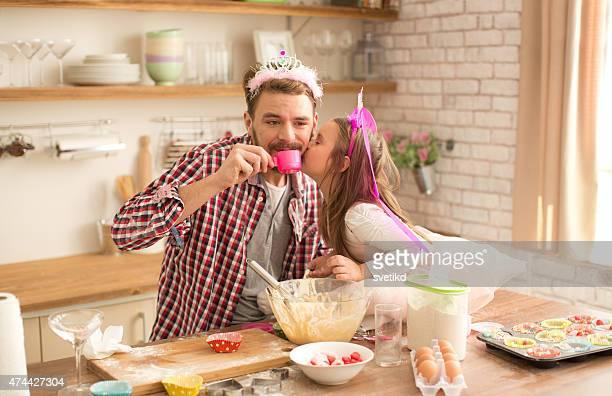 父と娘のパンやティーパーティのキッチンを完備。