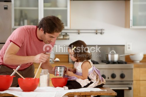 Kitchen Side View : Father and daughter baking in kitchen side view foto de