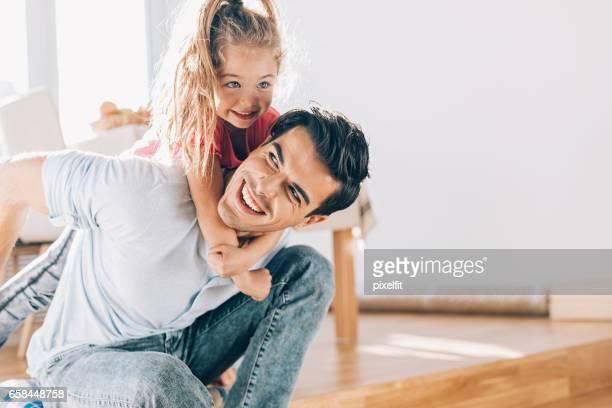 Vater und Tochter lieben