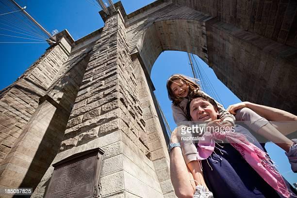 Padre e figlia sul Ponte di brooklyn