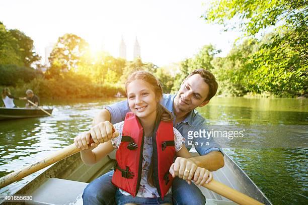 父と娘の手漕ぎボート