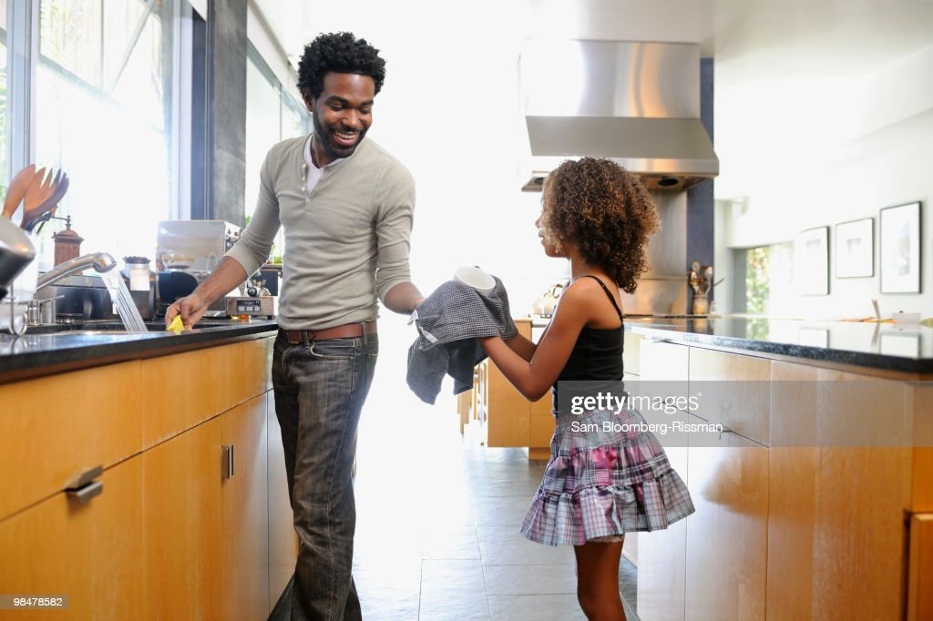 Father and daughter washing dishes : Stock Photo
