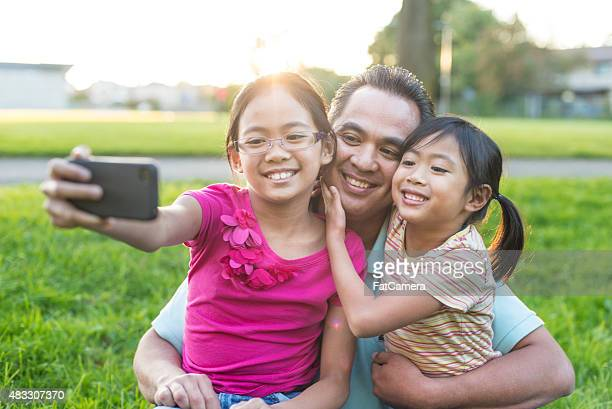 Père et fille en famille des autophotos