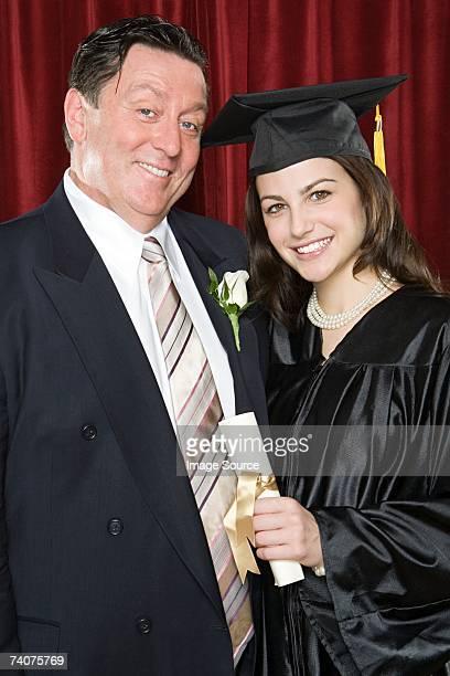Fille de père et son diplôme