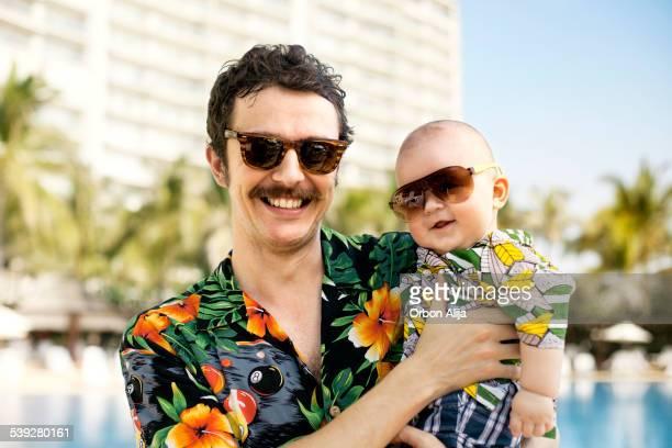 父と彼の息子に hawaian シャツ