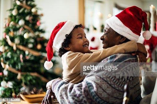 Padre e hijo están disfrutando de vacaciones de Navidad : Foto de stock
