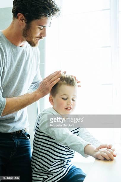 Padre e figlio preparati nel mattino