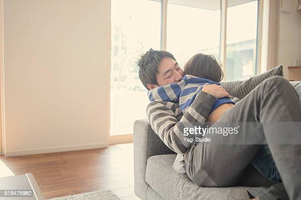 父と息子の楽しむ自宅での時間