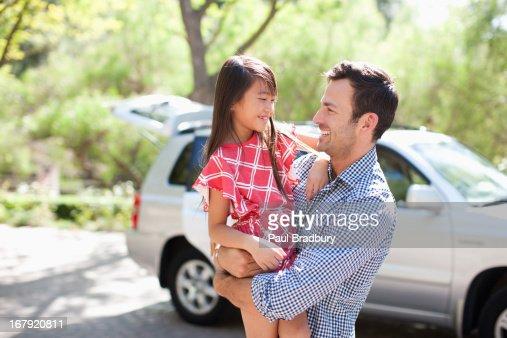 父と娘の屋外を : ストックフォト