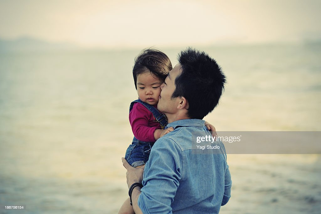 Father Kissing?daughter on beach : Stock Photo