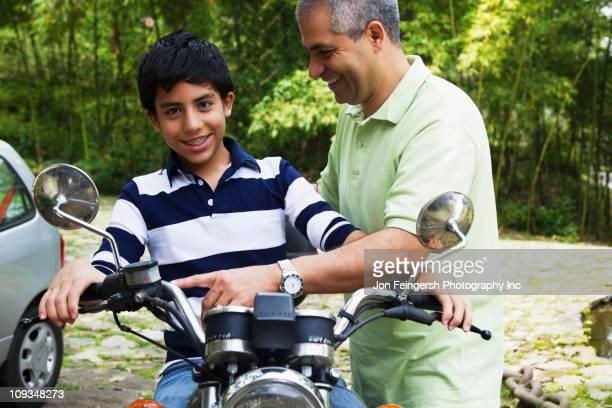 Pai com filho Motorizada
