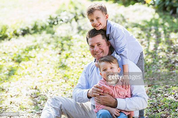 Père avec deux garçons