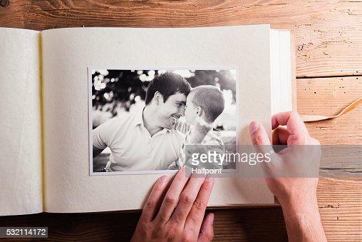 Los padres día la composición. Álbum de fotografías, blanco y negro, imágenes. : Foto de stock