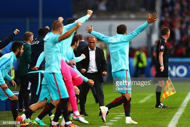 Fatih Terim head coach of Turkey celebrates his team's first goal during the UEFA EURO 2016 Group D match between Czech Republic and Turkey at Stade...