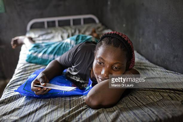 Fatoumata Camara a pregnant woman recovering from malaria is seen in her bed during British Actor and UNICEF Ambassador James Nesbitt visits to the...