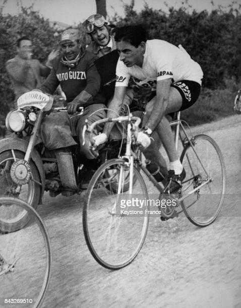 Fausto Coppi dans la cinquième étape du Giro en Italie le 23 mai 1956