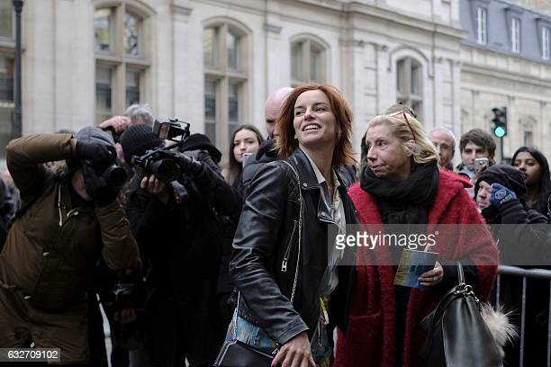 Fauve Hautot arrives before Jean Paul Gaultier 2017 spring/summer Haute Couture collection on January 25 2017 in Paris / AFP /
