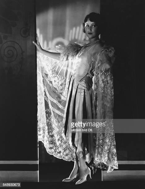 Fay Wray *Schauspielerin USAim eleganten Keid 1928