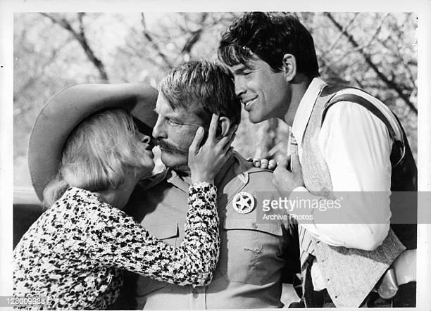 Faye Dunaway kisses Denver Pyle in a scene from the film 'Bonnie And Clyde' 1967