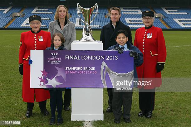 Faye White and Graeme le Saux pose with children and Chelsea Pensioners during the ticket launch for the UEFA Women's Champions League Final at...