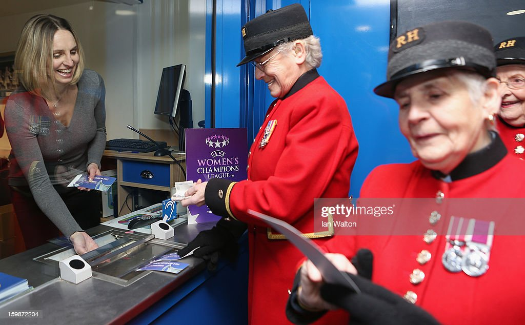 <a gi-track='captionPersonalityLinkClicked' href=/galleries/search?phrase=Faye+White&family=editorial&specificpeople=171388 ng-click='$event.stopPropagation()'>Faye White</a> chats with Chelsea Pensioners during the ticket launch UEFA Women's Champions League Final at Stamford Bridge on January 22, 2013 in London, England.