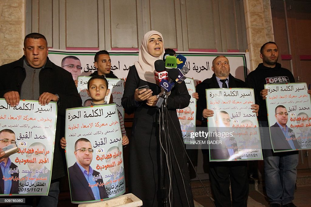 Fayha Shalash (C), the wife of hunger striking Palestinian prisoner Mohammed al-Qiq, speaks during a press conference in the West Bank town of Hebron on February 12, 2016. Qiq, 33, a correspondent for Saudi Arabia's Almajd TV network, was arrested on November 21 at his home in the West Bank city of Ramallah and placed under administrative detention, an Israeli procedure allowing indefinite imprisonment without trial. / AFP / HAZEM BADER
