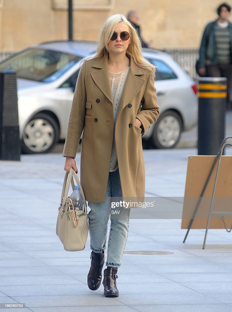 <a gi-track='captionPersonalityLinkClicked' href=/galleries/search?phrase=Fearne+Cotton&family=editorial&specificpeople=211497 ng-click='$event.stopPropagation()'>Fearne Cotton</a> arrives at Radio 1 on October 30, 2013 in London, England.