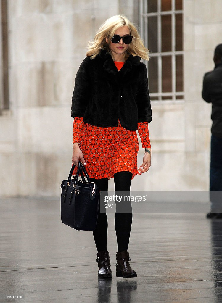<a gi-track='captionPersonalityLinkClicked' href=/galleries/search?phrase=Fearne+Cotton&family=editorial&specificpeople=211497 ng-click='$event.stopPropagation()'>Fearne Cotton</a> pictured arriving at Radio 1 on December 13, 2013 in London, England.