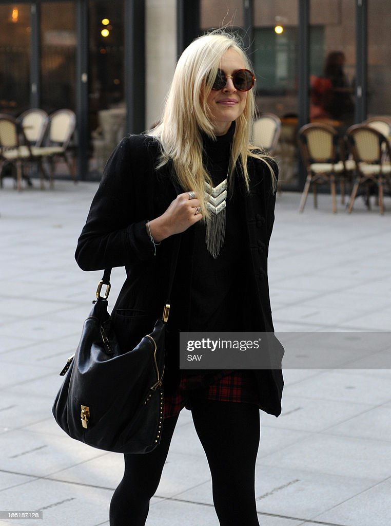 <a gi-track='captionPersonalityLinkClicked' href=/galleries/search?phrase=Fearne+Cotton&family=editorial&specificpeople=211497 ng-click='$event.stopPropagation()'>Fearne Cotton</a> pictured arriving at Radio 1 on October 29, 2013 in London, England.