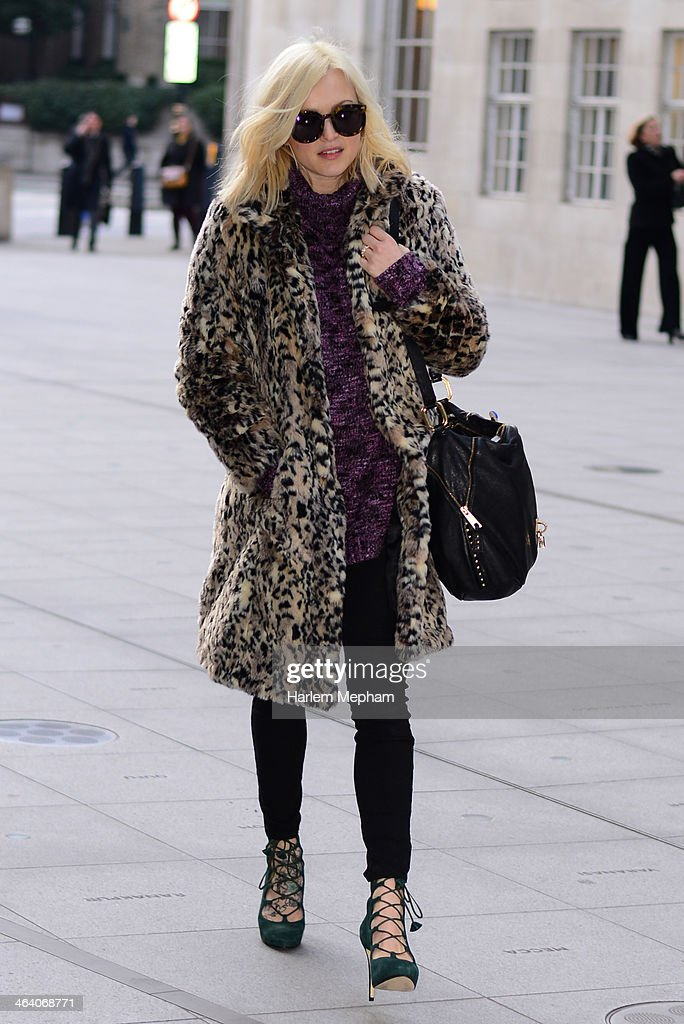 <a gi-track='captionPersonalityLinkClicked' href=/galleries/search?phrase=Fearne+Cotton&family=editorial&specificpeople=211497 ng-click='$event.stopPropagation()'>Fearne Cotton</a> sighted outside BBC Broadcasting House on January 20, 2014 in London, England.