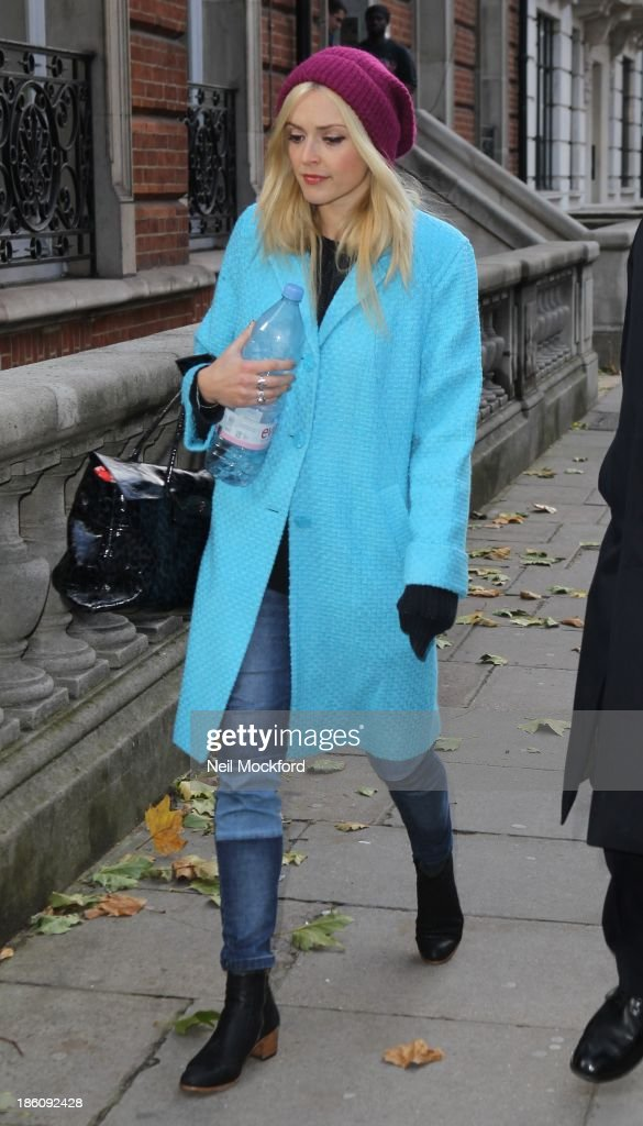 <a gi-track='captionPersonalityLinkClicked' href=/galleries/search?phrase=Fearne+Cotton&family=editorial&specificpeople=211497 ng-click='$event.stopPropagation()'>Fearne Cotton</a> sighting on October 28, 2013 in London, England.