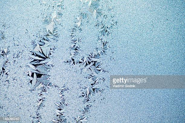 Feathered ice crystals