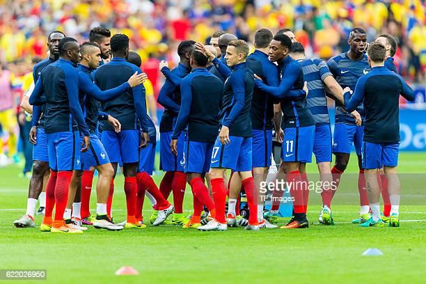 Freitag Europameisterschaft in Frankreich SaintDenis Frankreich Rumaenien 21 feature Mannschaftsritual vor dem Spiel