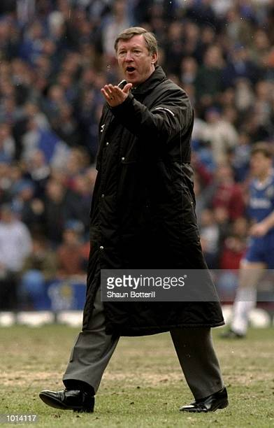 Alex Ferguson the Manchester United manager speaks to his players during the FA Cup Semi Final against Chelsea played at Stamford Bridge in London...