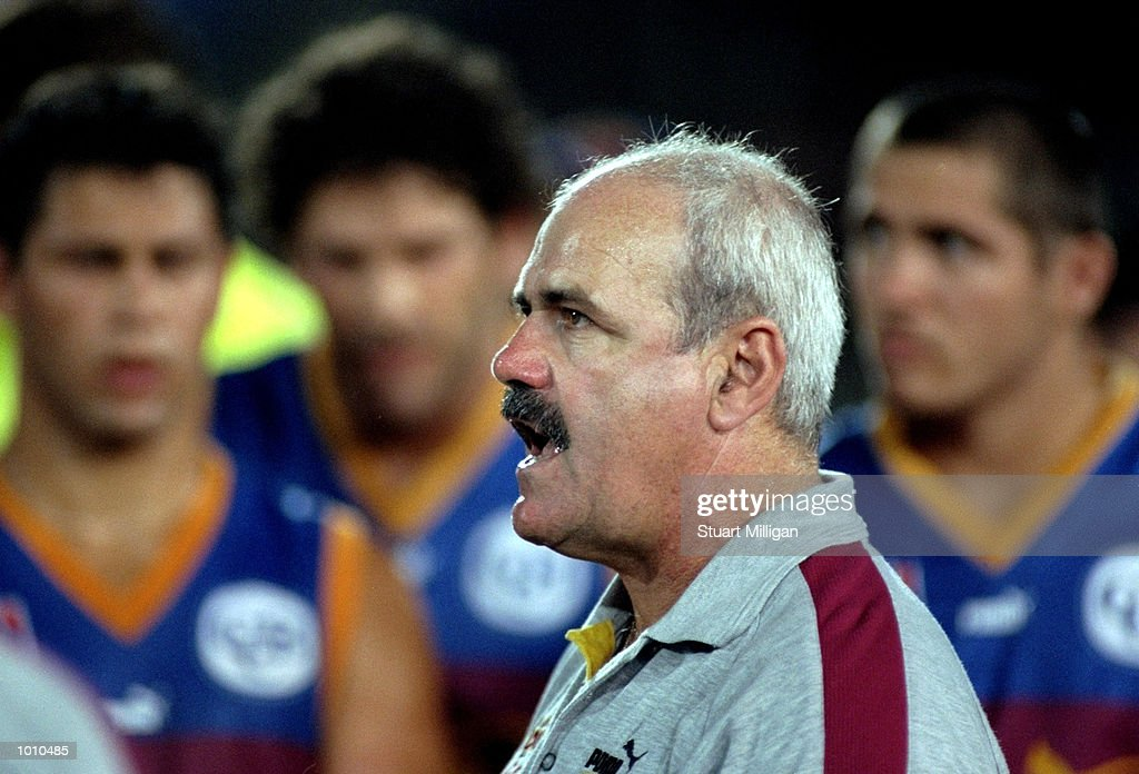 Brisbane Lions coach Leigh Matthews talks his players during the Ansett Cup Quarter finals against Hawthorn at Waverley Park, Hawthorn, Victoria, Australia. \ Mandatory Credit: Stuart Milligan /Allsport