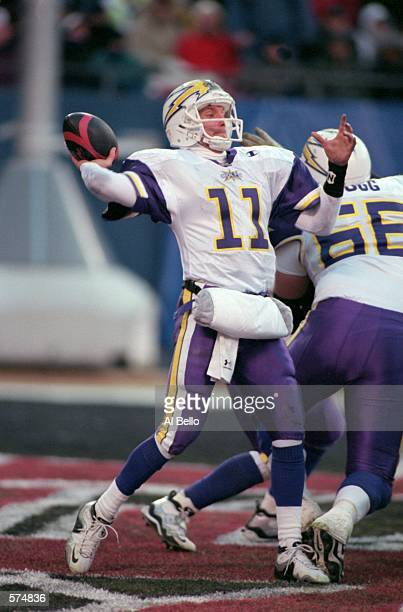 Casey Weldon of the Birmingham Bolts throws a pass during the game against the New York/New Jersey Hitmen at the Giants Stadium in East Rutherford...