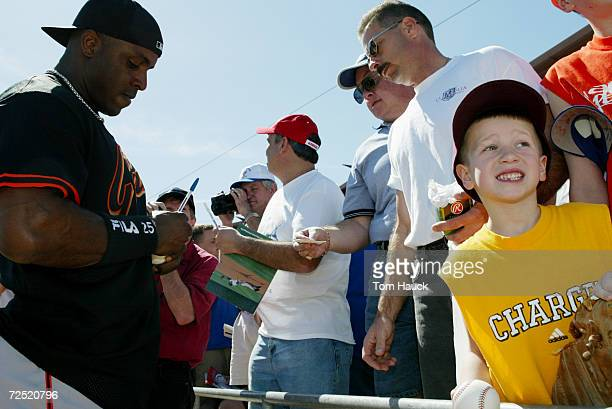 Barry Bonds of the San Francisco Giants signs autographs for fans before the game against the Chicago Cubs at Hohokam Park in Mesa Arizona Digital...