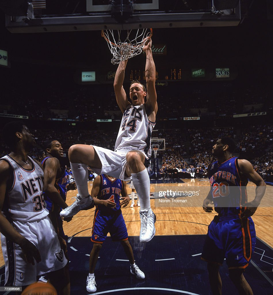 Keith Van Horn 44 of the New Jersey Nets dunks