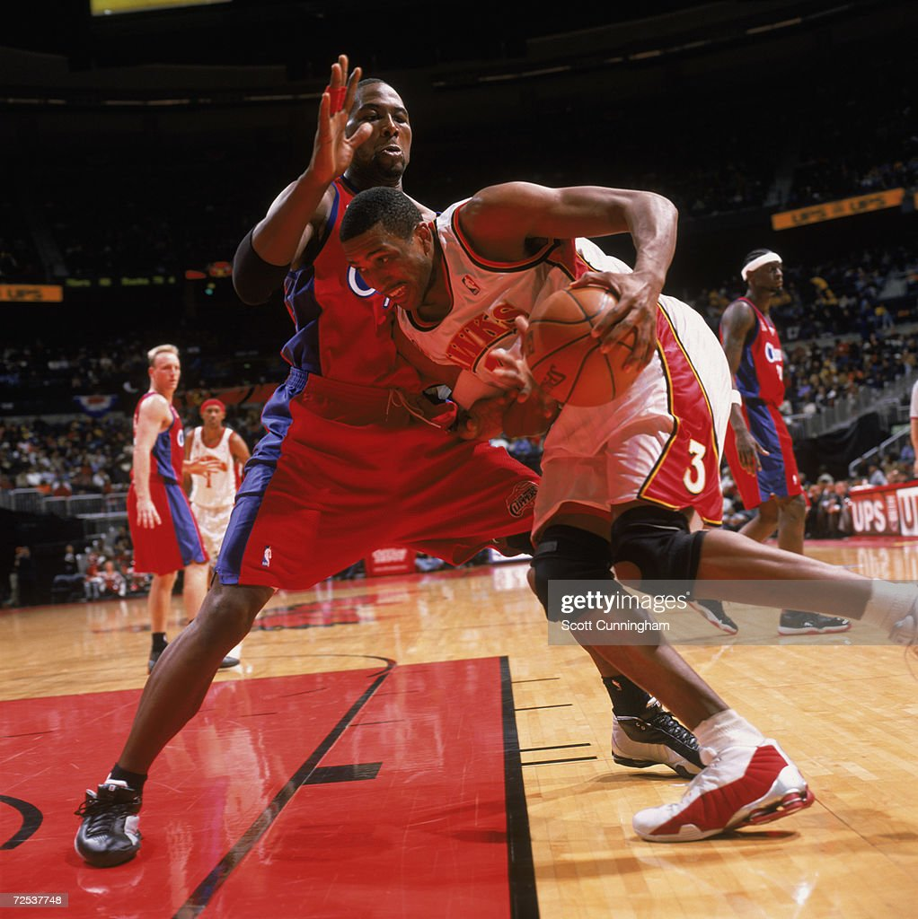 ef Abdur Rahim goes to the hoop