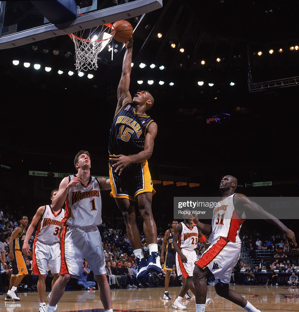 Ron Artest dunks over Troy Murphy