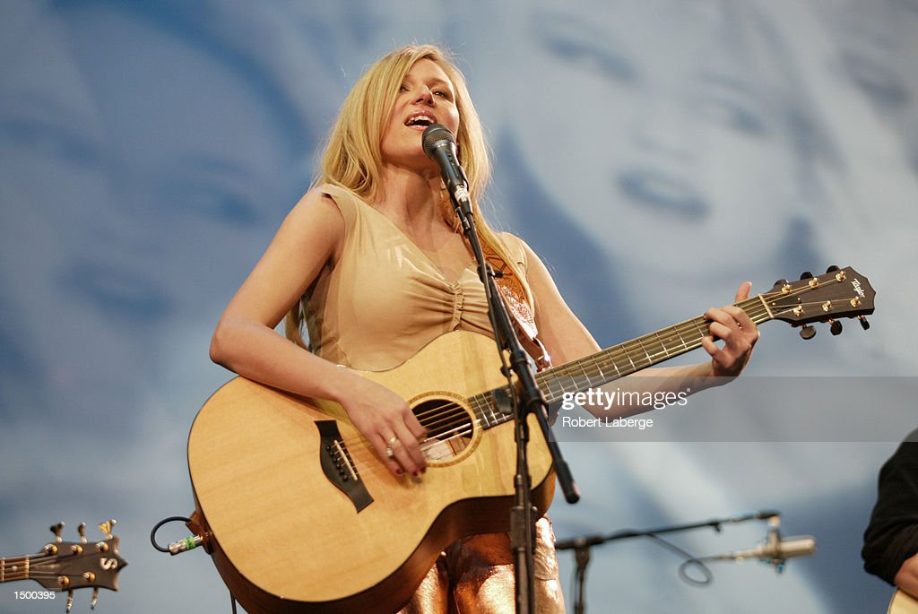 Singer/Songwriter Jewel performs during the NHL Allstar Game at the Staples Center in Los Angeles California The Allstars World team beat North...