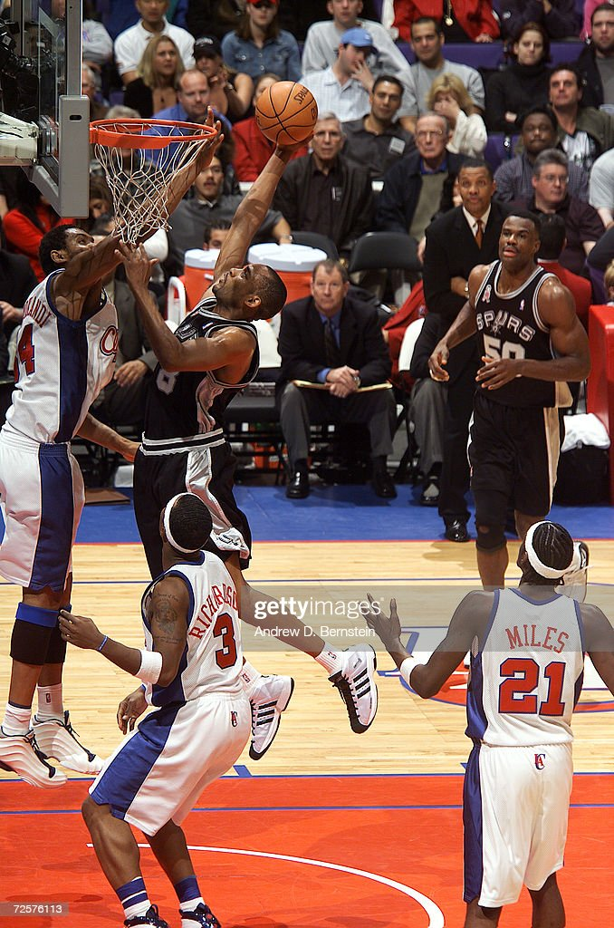 Steve Smith of the San Antonio Spurs goes to the basket against Michael Olowokandi of the Los Angeles Clippers during their game at Staples Center in...