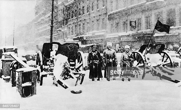 Februarrevolution Strassenkämpfe inPetrograd Barrikade und Artilleriestellung revolutionärer TruppenFebruar/März 1917 1917 Achtung Beginn der...
